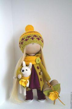 Купить или заказать Интерьерная куколка в интернет-магазине на Ярмарке Мастеров. Предлагаю вашему внимания интерьерную куколку , куколка выполнена из качественных материалов ,Одежда и шапочка не съёмные ,в ручке каркасик чтоб держать зайку,чемоданчик можно…