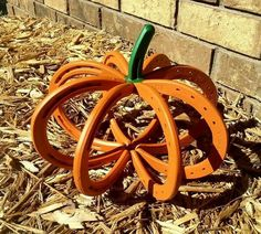 Did I mention my current horseshoe obsession? Earlier this month I made a gold good luck horseshoe after being inspired by the September 2015 issue of Better Homes and Gardens. After that project, … Welding Art Projects, Welding Crafts, Metal Projects, Metal Crafts, Craft Projects, Diy Welding, Craft Ideas, Welding Ideas, Project Ideas