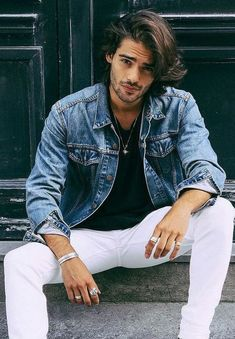 casual outfit for men - blue denim jacket, black tshirt & white denim jeans