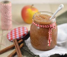 Appelmoes maken en bewaren: ✓ makkelijk recept ✓ lekkere variatie tip ✓ huisgemaakte appelmoes ✓ bewaartips ✓ met kardemom en kaneel