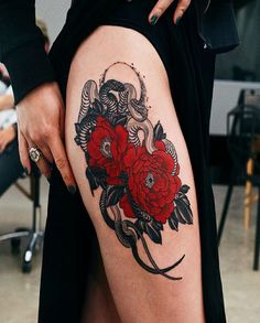 Flora tattoos have become so common today. Traditionally especially in the Western countries, these tattoos were mainly common among women. However, men have continued to embrace these tattoos day by day. Red Tattoos, Body Art Tattoos, Girl Tattoos, Sleeve Tattoos, Tatoos, Wrist Tattoos Girls, Tattoos For Women, Side Thigh Tattoos Women, Cool Tattoos For Girls