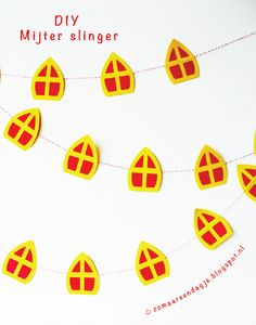 diy | mijter slinger | free printable pdf | sinterklaas Christmas Signs, Christmas Diy, Christmas Ornaments, Diy For Kids, Crafts For Kids, Holidays And Events, Diy Gifts, Diy And Crafts, Printables