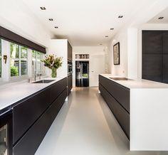 Kabaz (Project) - Klassiek huis Laren - architectenweb.nl Modern Kitchen Design, Modern House Design, Black Kitchens, Home Kitchens, Kitchen Interior, Kitchen Decor, Kitchen Dining Living, Dining Room, Kitchen Pantry