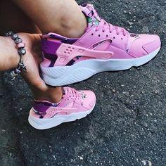 sale retailer db610 0fb96 Nike Air Huarache Pink Floral