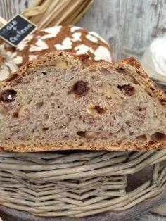 Pan de masa madre cereales y pasas