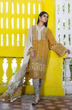 Buy pajama kurta design 2019 in Pakistan for ladies in America from our online store. This pajama kurta design 2019 in Pakistan for ladies is in custom size Latest Pakistani Dresses, Pakistani Dresses Online, Pakistani Dress Design, Pakistani Designers, Pakistani Outfits, Pakistani Kurta, Suits Online Shopping, Pakistani Street Style, Kurta Designs