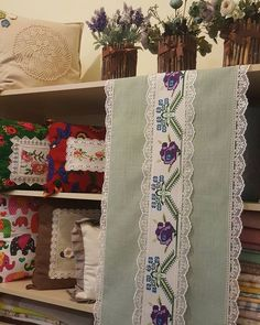 Cushions, Pillows, Cushion Fabric, Table Runners, Diy And Crafts, Projects To Try, Cross Stitch, Quilts, Embroidery