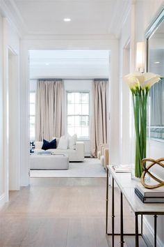 GLAMBARBIEI adore this space...everything just flows in the right way... #contemporaryhomeinteriordesign