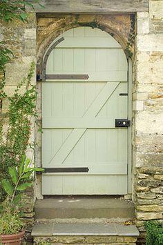Doors like this make me feel adventurous.....