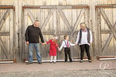 It's not too early to be thinking about holiday cards! CP Photography | Holiday Photo Shoot #holidaycards #christmasphotoshoot #holidays #photography #rusticbarn #familyphotography #lifestylephotography