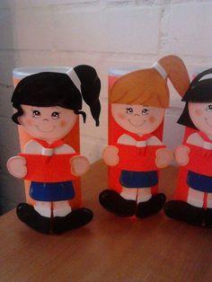 Basós decorados con muñequitas de foamy