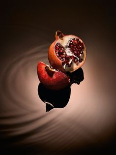 Pomegranate. With fruits that store a huge amount of moisture and vitality, dealing with dry periods is not a problem for pomegranate trees. The pomegranate essence used in the Foundation is obtained by processing the entire fruit, including its shell, and promotes the skin's regeneration.