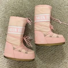 Light Baby Pink Tecnica Moon Boot Moonboot Boots Size 38 fits 7, 7.5 or 8. Classic. Rare color. Slight fraying on shoe lace. These are preloved. Have not tried to wash them, I'm sure some markings will come out. Perfect for snow. Not sure if you can call them ski boots or not i don't know if they can be used for snowboarding or not Tecnica Shoes Winter & Rain Boots