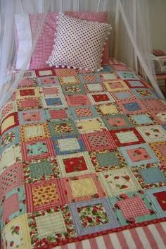 Quick and easy patchwork quilt -Pattern Free Crazy Quilting, Patchwork Quilting, Scrappy Quilts, Easy Quilts, Quilting Tips, Quilting Projects, Quilting Designs, Sewing Projects, Hand Quilting