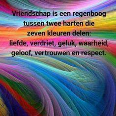 Vriendschap is een regenboog tussen twee harten die zeven kleuren delen: liefde, verdriet, geluk, waarheid, geloof, vertrouwen en respect
