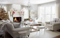 Nice 53 Incredible Winter Living Room Design Ideas For Holiday Spirit. More at https://decoratrend.com/2018/01/24/53-incredible-winter-living-room-design-ideas-for-holiday-spirit/