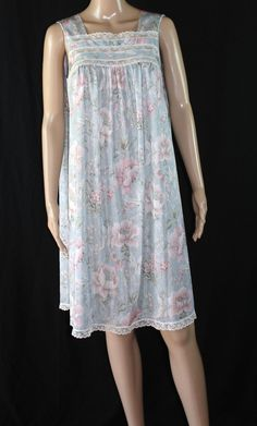 Vanity Fair Night Gown Woman's Size Small Floral Lace Vintage #VanityFair #Gowns #Everyday