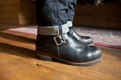 : Photo Denim Fashion, Fashion Boots, Riders Jacket, Engineer Boots, Denim Boots, Rockn Roll, Raw Denim, Cool Boots, Vintage Men