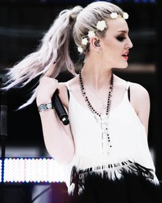 Perrie Edwards Shows Off New Long Locks As Little Mix Perform At Olympic Stadium Little Mix Perrie Edwards, Little Mix Jesy, Little Mix Style, Dvb Dresden, Mixed Girls, Come Undone, Jesy Nelson, Long Locks, Fifth Harmony