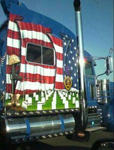patriotic truck ~~~ Honoring those who gave their lives Show Trucks, Big Rig Trucks, Custom Big Rigs, Custom Trucks, Quito, Detroit Diesel, Truck Paint, Road Train, Cars
