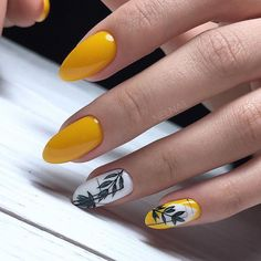28 Beautiful flower nails design for yellow short nails ideas - Latest Fashion Trends For Woman Nail Design Glitter, Yellow Nails Design, Yellow Nail Art, Flower Nail Designs, Nail Art Designs, Stylish Nails, Trendy Nails, Cute Acrylic Nails, Cute Nails