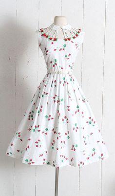 Vintage Dresses Vintage Dress vintage rosebud print dress by Vicky - Robes Vintage, Vintage 1950s Dresses, Vestidos Vintage, Vintage Outfits, Vintage Clothing, Retro Dress, 1950s Fashion, Vintage Fashion, Club Fashion