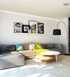 Tolle Wandgestaltung für das Wohnzimmer. Ein Brett mit Bilderrahmen über dem Sofa aufhängen