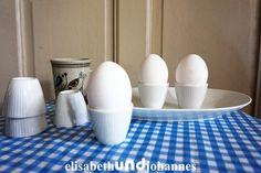Vintage Schränke - Uralt! Eier set porzellan, 6 Eierbecher + Schüssel - ein Designerstück von elisabethUNDjohannes bei DaWanda