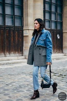 Madelynn Furlong between the fashion shows. The post Paris FW 2019 Street Style: Madelynn Furlong appeared first on STYLE DU MONDE | Street Style Street Fashion Photos