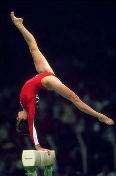 Phoebe Mills (United States) on balance beam at the 1988 Seoul Olympics Flexibility Dance, Gymnastics Flexibility, Gymnastics Pictures, Sport Gymnastics, Artistic Gymnastics, Olympic Gymnastics, Olympic Sports, Gymnastics Leotards, Olympic Games
