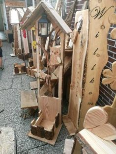 Hallo wir bieten Ihnen hier eine große Auswahl an Holz Dekorationen schon ab 5 Euro an. Tolle Geschenkideen für viele Anlässe. Einfach vorbeikommen aussuchen und mitnehmen. Da wir nicht alle Mails beantworten können bitte keine einzelnen Teile preislich anfragen wir bitten Sie hier um Verständnis.Händleranfragen gerne erwünscht.Öffnungszeiten Mo-Fr.8-12 und 13-17 Uhr und Sa. 8-12 Uhr.Jetzt neu bei Facebook Holzhandlung Schaper