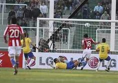 Brazil 2 Paraguay 2 in 2011 in Cordoba. Nelson Valdez scores on 66 minutes and its 2-1 to Paraguay in Group B at Copa America.