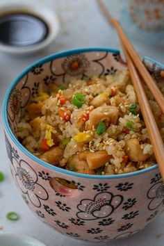 This chicken fried rice recipe tastes just like the one served at Benihana! Chewy and delicious, it is easy to make at home, no special tricks required! Japanese Rice, Japanese Chicken, Fried Chicken Nuggets, Thai Cooking, Teppanyaki, Sesame Chicken, Rice Recipes, Fried Rice, Fries