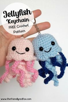 Free crochet pattern for fun jellyfish keychains! Easy to read and follow crochet pattern. Great pattern for a beginner! Crochet Animal Patterns, Stuffed Animal Patterns, Crochet Animals, Cute Crochet, Crochet Hats, Crocheted Jellyfish, Little Backpacks, Crochet Keychain, Tentacle