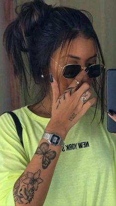 Little Tattoos, Mini Tattoos, Body Art Tattoos, Small Tattoos, Sleeve Tattoos, Tatoos, Hand Tattoos Girl, Womens Finger Tattoos, Unique Hand Tattoos