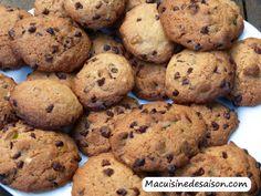 Cookies aux pépites de chocolat et éclats de pistaches Muffin, Coups, Breakfast, Desserts, Food, Greedy People, Cooking Recipes, Pistachios, Morning Coffee