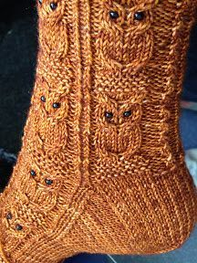 Owl socks with bead eyes from Knit Better Socks Crochet Socks, Knit Or Crochet, Knitting Socks, Hand Knitting, Knit Socks, Knitted Socks Free Pattern, Owl Patterns, Knitting Patterns, Crochet Patterns