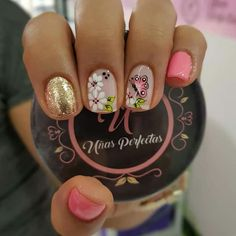 Pin de idaly torres en uñas pretty nails, feather nails y nail designs. Pretty Nail Colors, Pretty Nail Designs, Pretty Nail Art, Gel Nail Designs, Feather Nails, Nail Design Video, Stylish Nails, Flower Nails, Finger