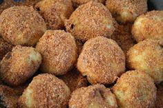 Sweet pasta dishes include túrógombóc (cottage cheese dumplings), szilvásgombóc (plum dumplings) and palacsinta (pancakes).