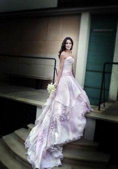 Look élégant - robe de mariage pourpre Wedding Dress Mermaid Lace, Wedding Dress 2013, Wedding Attire, Wedding Gowns, Wedding Cakes, Lilac Wedding, Dream Wedding, Lavender Weddings, Colored Wedding Dresses