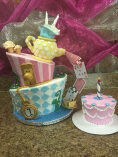 Alice in wonderland cake and smash cake