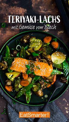 Teriyaki-Lachs mit Gemüse vom Blech Quick dinner, all from one tin. Teriyaki salmon with vegetables Salmon Recipes, Beef Recipes, Healthy Recipes, Tasty Meal, Teriyaki Glazed Salmon, Healthy Weeknight Meals, Homemade Teriyaki Sauce, Eat Smarter, Dinner Recipes
