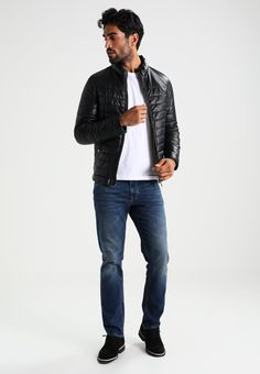 ¡Consigue este tipo de chaqueta de cuero de Oakwood ahora! Haz clic para ver los detalles. Envíos gratis a toda España. Oakwood FOOTLOOSE Chaqueta de cuero black: Oakwood FOOTLOOSE Chaqueta de cuero black Ropa   | Material exterior: 100% cuero | Ropa ¡Haz tu pedido   y disfruta de gastos de enví-o gratuitos! (chaqueta de cuero, leather, suede, suedette, faux leather, polipiel, biker, ante, de cuero, lederjacke, chaqueta de cuero, veste en cuir, giacca in cuio)