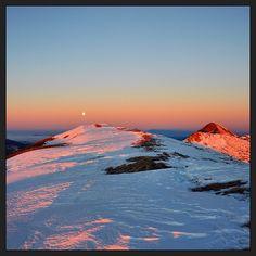 The dawn on the peak of MountCusna, the highest of #ReggioEmilia's Apennine - Instagram by @burof