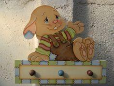 Perchero con forma de conejo hecho en MDF.