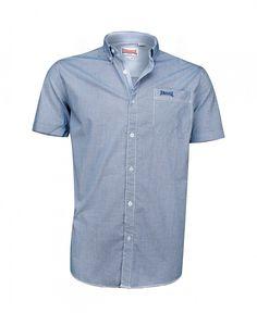 Lonsdale Herren-Hemd mit kurzen Ärmeln und Button-Down-Kragen. An der praktischen Brusttasche ist ein dezentes Lonsdale-Logo aufgestickt, das Design ist in schicker Karo-Optik gehalten.  Material: 100% Baumwolle...