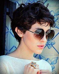 Tweet Share 0 Reddit +1 Pinterest 0 LinkedIn 0 Wer sagt, dass lockiges Haar nicht kurz tragen kann? Trends in