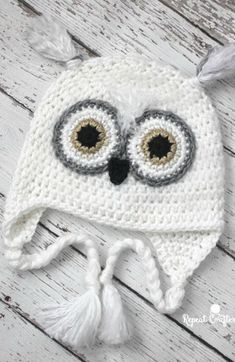 Button Baby Owl Set: Hat, Cocoon, Diaper Cover [Free Crochet Pattern]