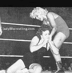 www.lady00wrestling.com 50s Vintage Women Wrestling Photo Gallery 3