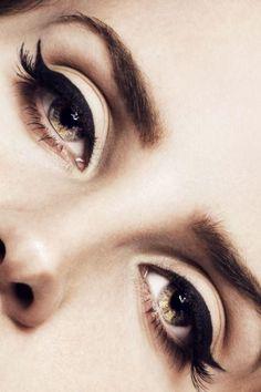 Cat eyes. #meow #makeup